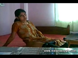 Geethu Nice Show Masturbating Fucking Herself off with fingers and moaning - indiansexygfs.com